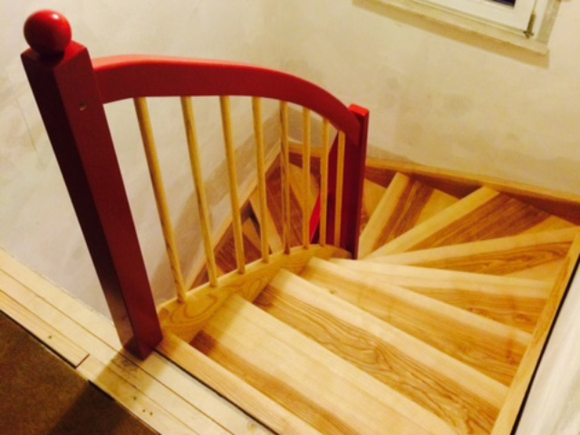 handwerklich hergestellte, individuelle Holztreppe