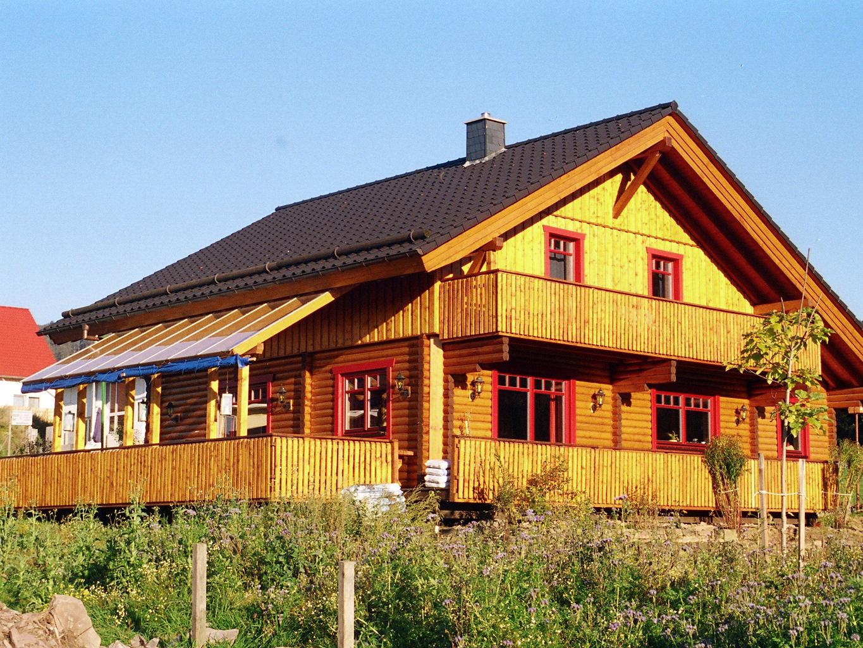 alternativ auch Bio-Holzhaus, Öko-Holzhaus, Bio-Fertighaus, Öko-Fertighaus oder Holzständerhaus genannt