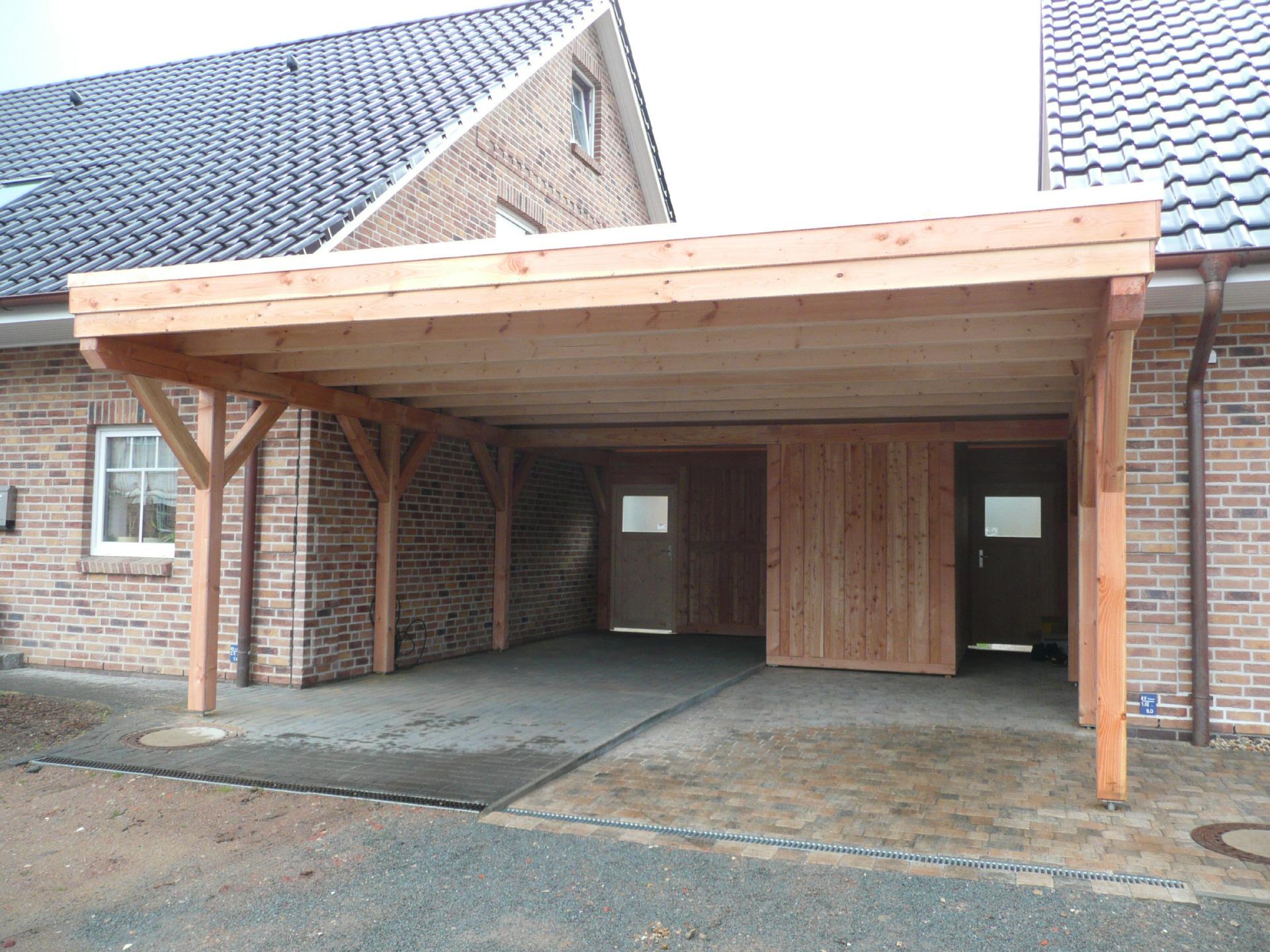 Carport als Unterstellplatz oder Überdachung - inklusive Abstellflächen für Fahrräder und Gartengeräte